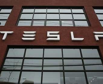Названы сроки выпуска первой фуры Tesla