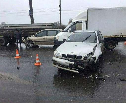 ДТП в Харькове: на Салтовке столкнулись три машины