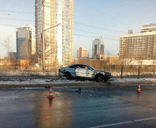 ДТП в Харькове: BMW снес забор, водитель сбежал