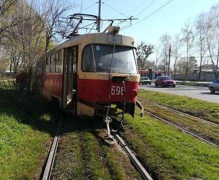 В Харькове трамвай сошел с рельсов: есть пострадавшие
