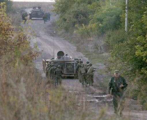 Через Дебальцево в сторону Донецка идут большие колонны техники с военными в форме РФ