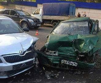 Пьяный водитель разбил три машины