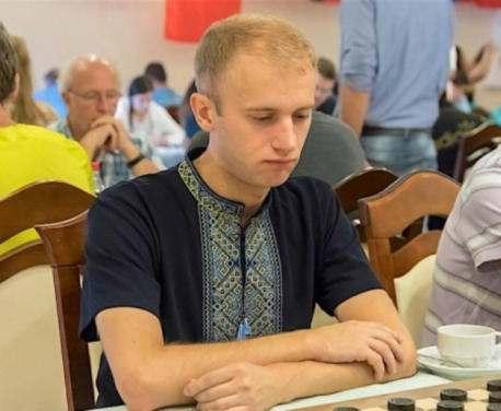 Харьковчанин победил на чемпионате мира по шашкам