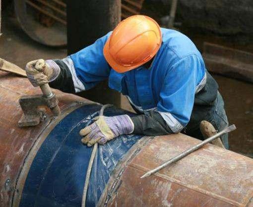 В Харькове по проспекту Победы ремонтируют трубопровод