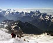 В Непале хотят закрыть Эверест для пожилых альпинистов