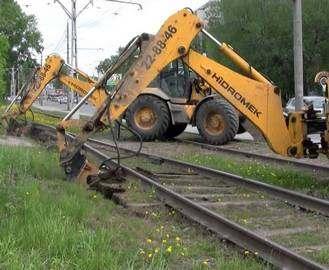 В Харькове снимают трамвайные рельсы