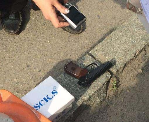Харьковчанин посреди улицы размахивал пистолетом