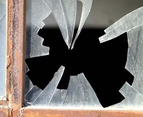 Школа в Марьинке попала под обстрел боевиков
