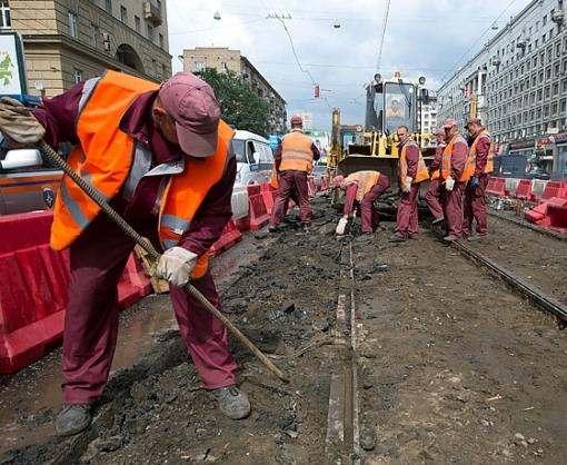 В Харькове на улице Москалевской меняют трамвайные пути