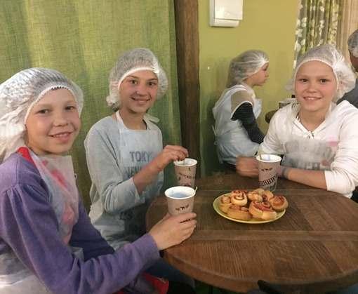 Харьковские таможенники поздравили воспитанников Сахновщинского учебно-реабилитационного центра с Днем защиты детей