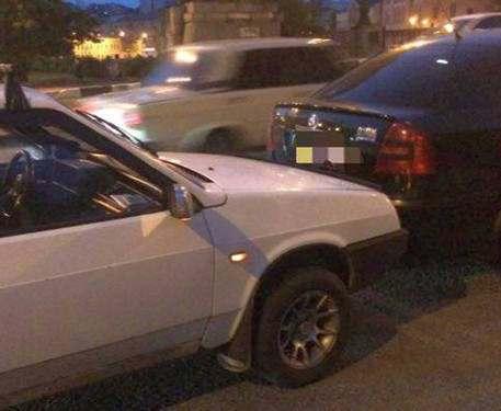 ДТП в Харькове: водители задержали пешехода