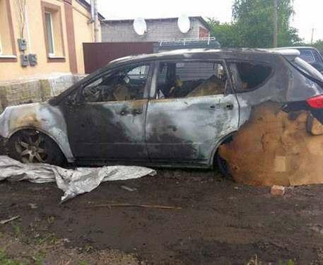 Под Харьковом сожгли две машины