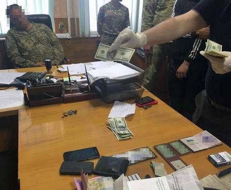 Военкома-взяточника уволят до решения суда