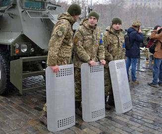 В Харькове военные уже готовы выйти на площадь