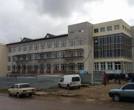 В новую школу в Песочине родители записали уже более 400 детей