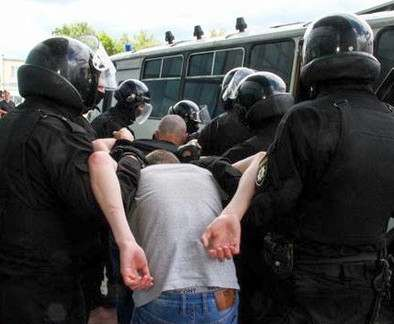 В Харькове возле дворца спорта наблюдалось активное движение полиции: фото-факты