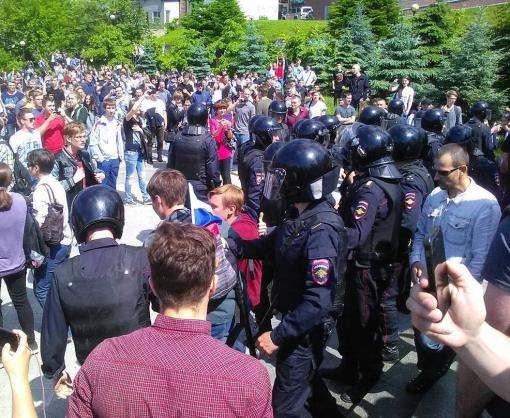 В России начались задержания на акциях протеста против коррупции