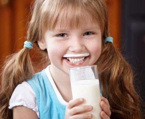 Доказано влияние употребления коровьего молока в раннем возрасте на рост
