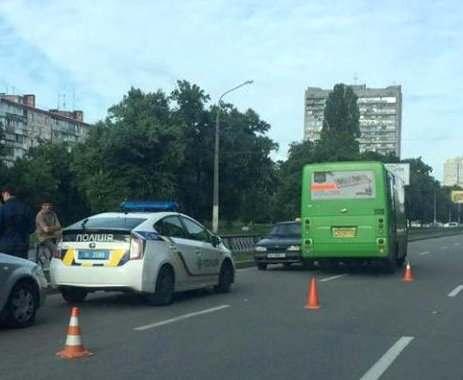 В Харькове маршрутка с пассажирами угодила в аварию