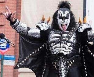 Лидер группы Kiss решил запатентовать известный жест