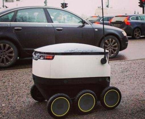 Эстония первой в мире узаконила доставку посылок роботами-курьерами
