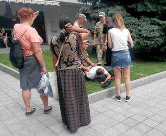 В Харькове карманник напал на девушку прямо на «Стекляшке»