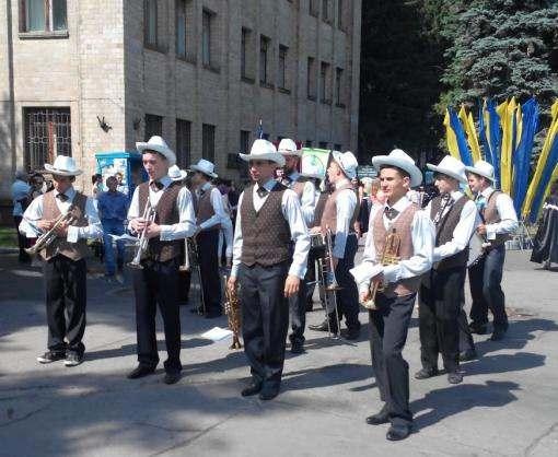 В Харькове прошел парад выпускников