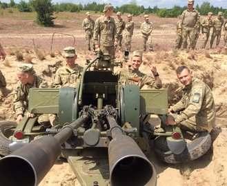 Харьковские курсанты стреляли во фронтовых условиях