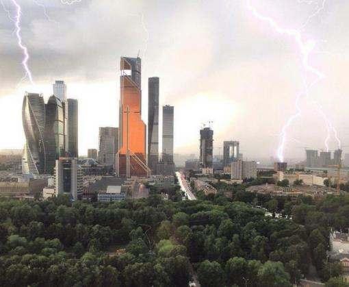 На Москву обрушился разрушительный смерч: есть жертвы