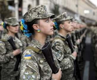 Для службы в армии отобрали 70 девушек