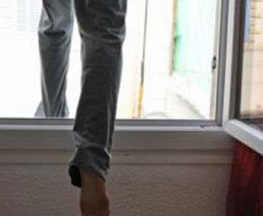 В Харькове слепая старушка выпала с шестого этажа