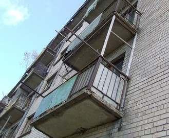 В Харькове пьяный пенсионер выпал из окна пятого этажа
