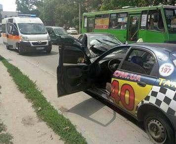 ДТП в Харькове: лобовое столкновение с пострадавшими (фото)