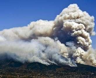 В Италии на склонах Везувия полыхают лесные пожары