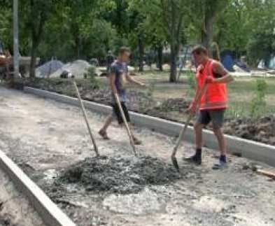 В Харькове ремонтируют дороги во дворах