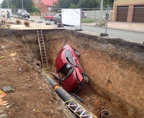 ДТП в Харькове: пьяный водитель угодил в канаву