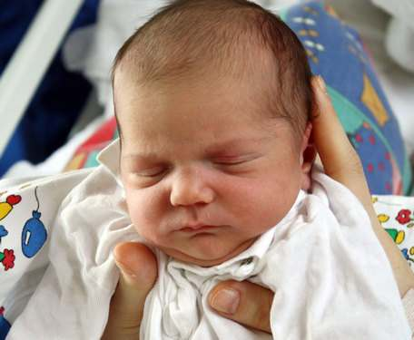 Недоношенный ребенок может стать мишенью для инфекций