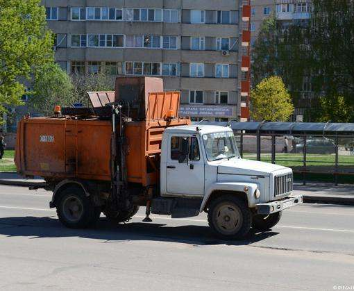 В Харькове поймали водителя мусоровоза без прав и под кайфом