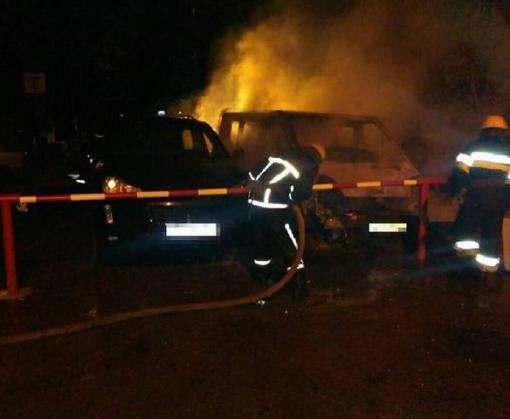 В Харькове ночью сгорели два авто