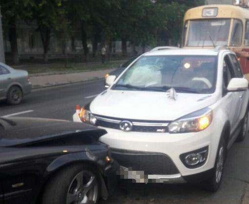ДТП в Харькове: блондинка за рулем