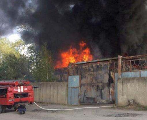 Под Харьковом сгорели склады