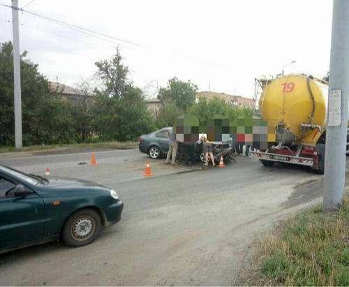 ДТП в Харькове: на Симферопольском шоссе столкнулись двое (фото)