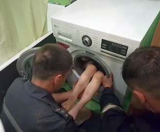 В Харькове ребенок попал в стиральную машину: видео-факт