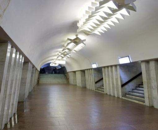 В харьковском метро человек упал на рельсы