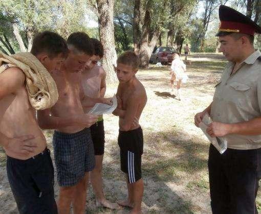 Спасатели провели мастер-класс на пляже в Харьковской области