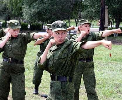 Харьковские девушки идут в военкоматы
