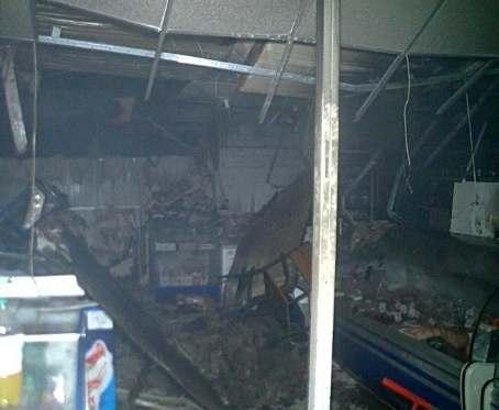 Пожар в Харькове: в магазин бросили коктейль Молотова