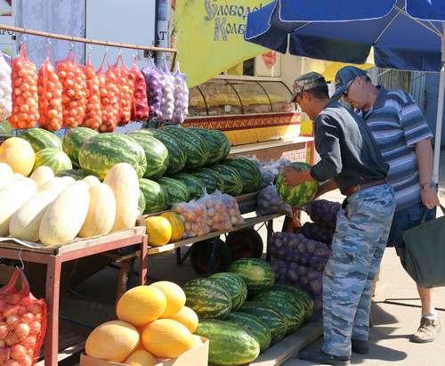 Арбузы и огурцы в Харькове начали стремительно дорожать