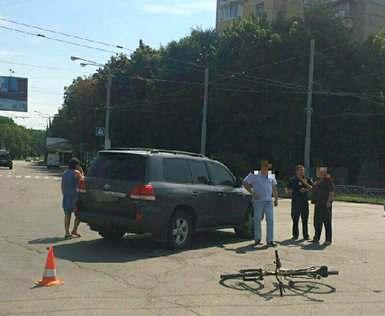 ДТП в Харькове: внедорожник сбил подростка-велосипедиста