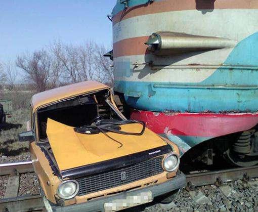 Авария на железной дороге: возле Харькова ВАЗ врезался в электричку
